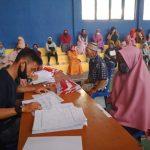 Kades Mekarmukti Salurkan Kartu PKH kepada 87 KPM