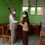 Pelajar SMP Ma'arif NU Cilawu bersemangat mengikuti Gerai Vaksin TNI – POLRI